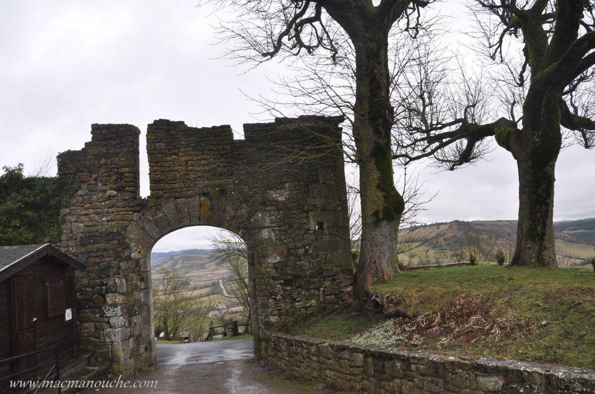 ==> puis nous ressortons de l'enceinte fortifiée pour la visite de la cité médiévale.