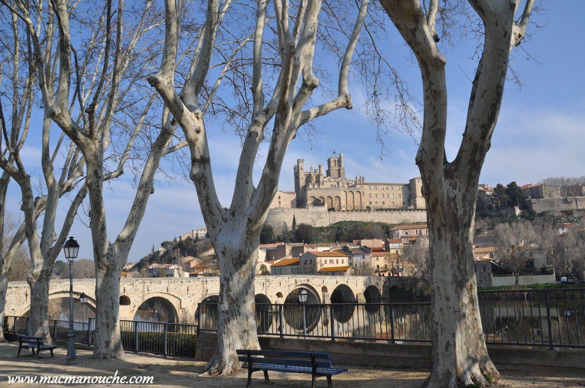 Du jardin de la Place des Alliés, une jolie vue sur le Pont-Vieux (XIIe siècle) et la cathédrale