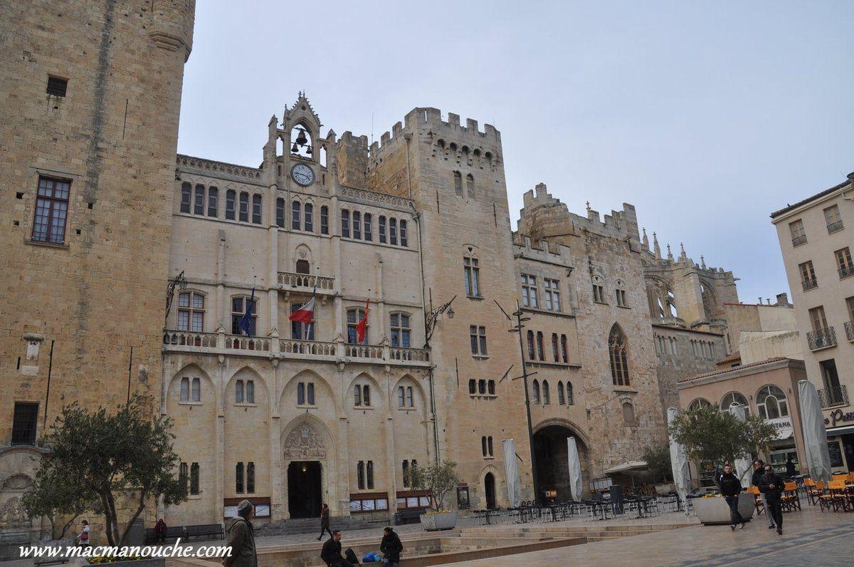 Façade principale avec les tours Saint-Martial et de la Madeleine.