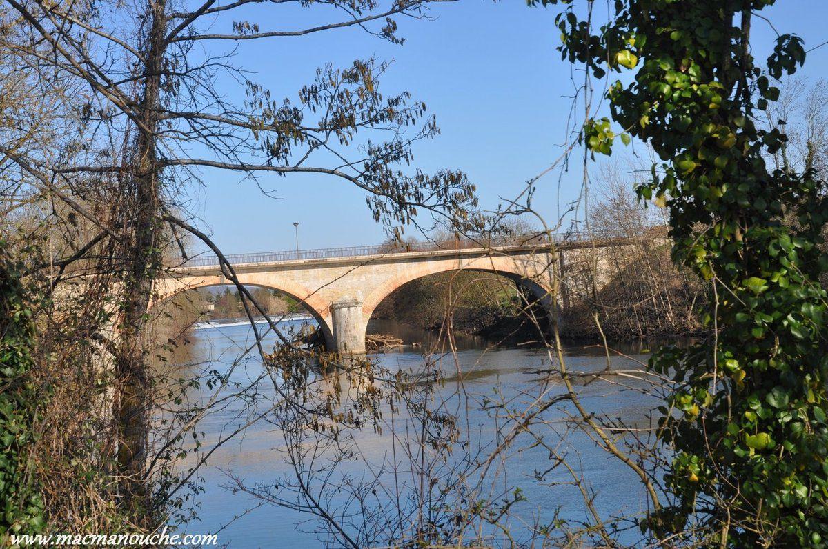 Le pont-routier enjambant l'Aveyron.