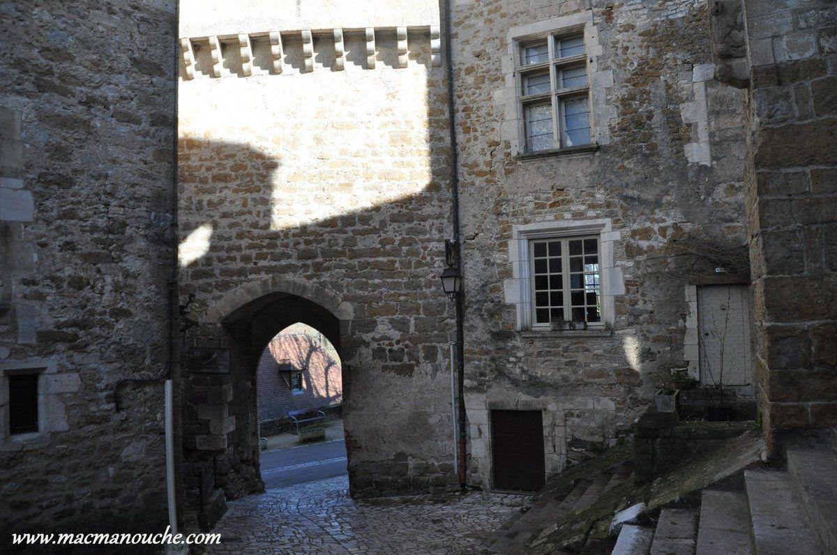 ==> et la porte du château