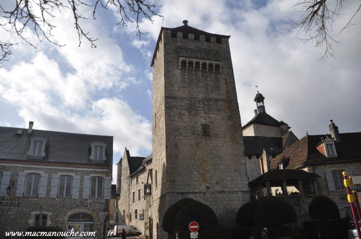 ==> qui était une tour de guet, et également une prison (XIIe et XIVe siècles).