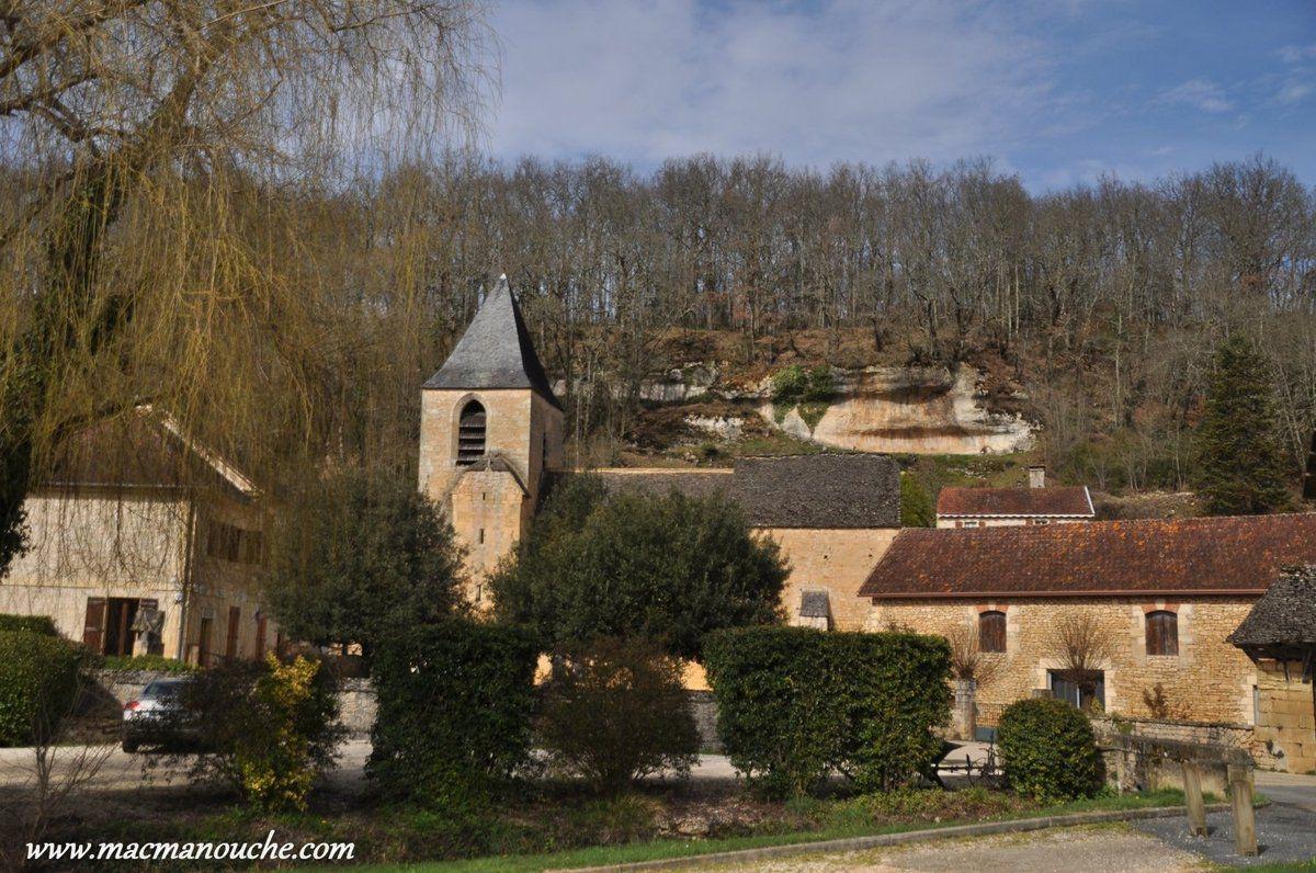 Le village est concentré autour de son église Saint-Laurent  datant du 12ème et 13ème siècles environ et inscrite à l'inventaire des monuments historiques depuis 1974.