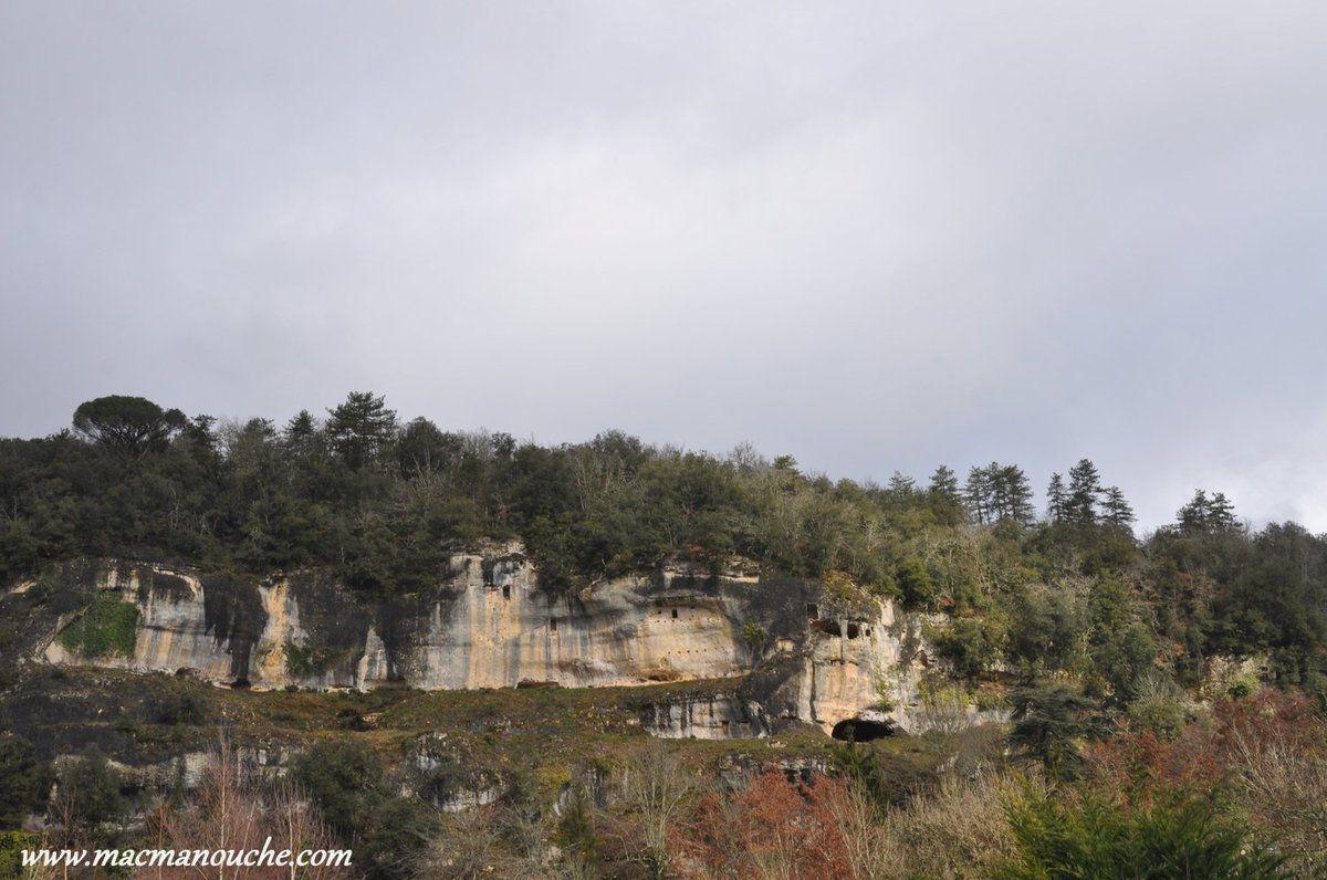 Les falaises qui bordent la Vézère et la Beune dominent les rivières de près de 60m.