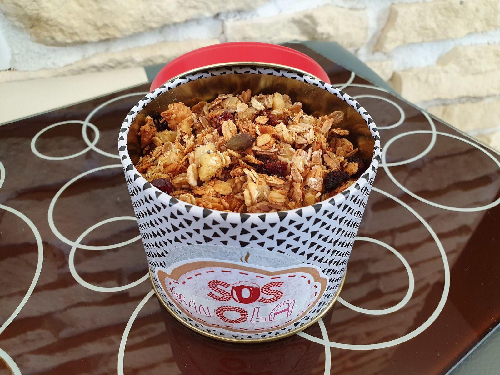 Après avoir fait le tour de plusieurs recettes sur PINTEREST et sur les Blogs, je me suis lancée pour préparer mon Granola selon mes envies.