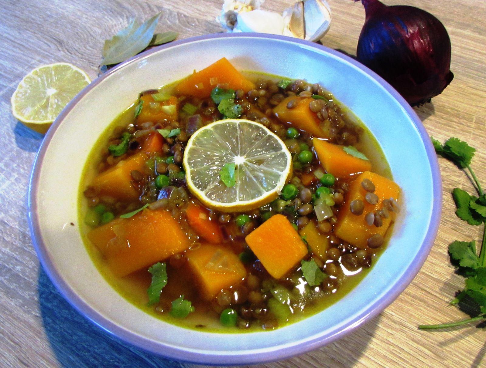 Soupe d'hiver aux lentilles et aux légumes