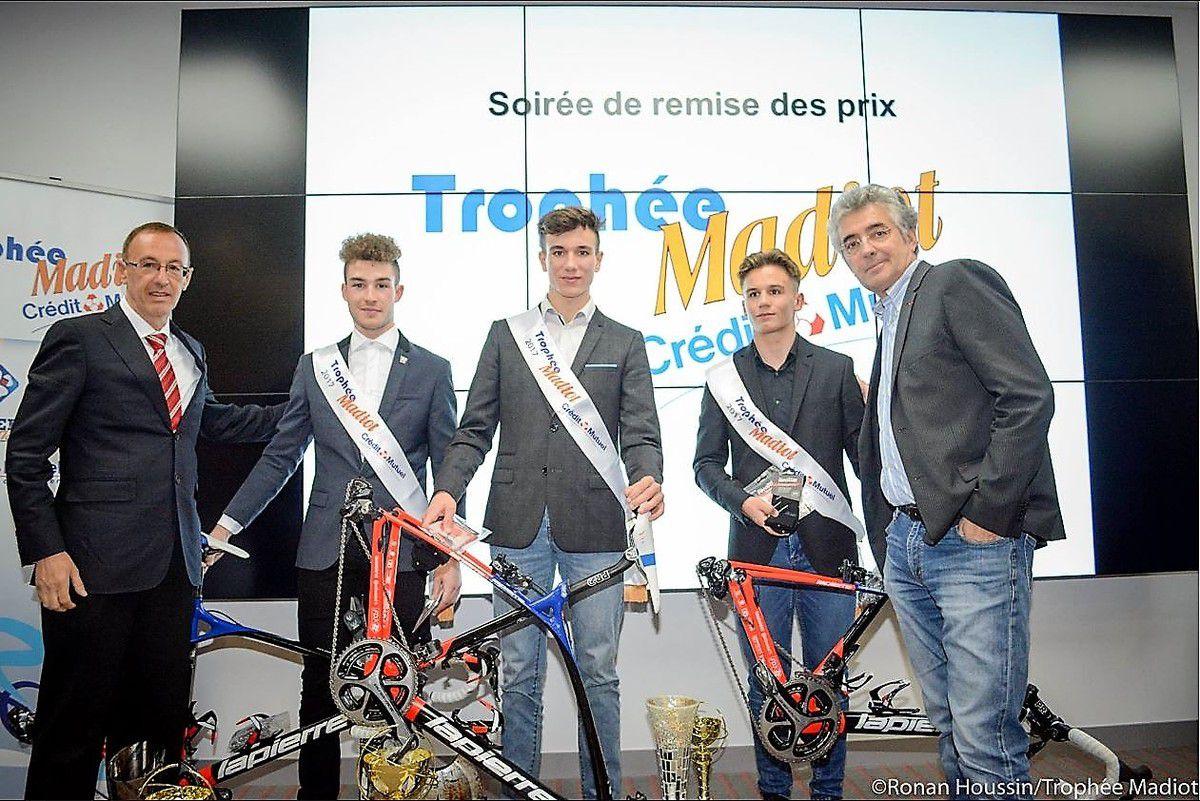 Soirée remise récompenses trophée Madiot 2017 - De gauche à droite : Jean-François QUENET Vélo magazine, Louka Pagnier, Hugo Page, Niko DIAZ et Marc MADIOT (Photo Ronan Houssin)
