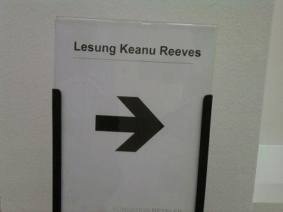 KEANU REEVES : DOSSIER NOA NOA, PARTIE 4 ( Nouvelles photos, vidéos et anecdotes sur la séance d'autographes) posté le 25/11/15