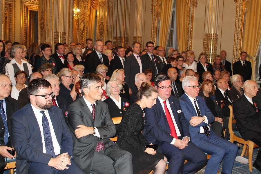 Odznaczenie orderem odrodzenia Polski- Polonia Restituta -Ks. Jana Pranke w Polskiej Ambasadzie w Paryżu.