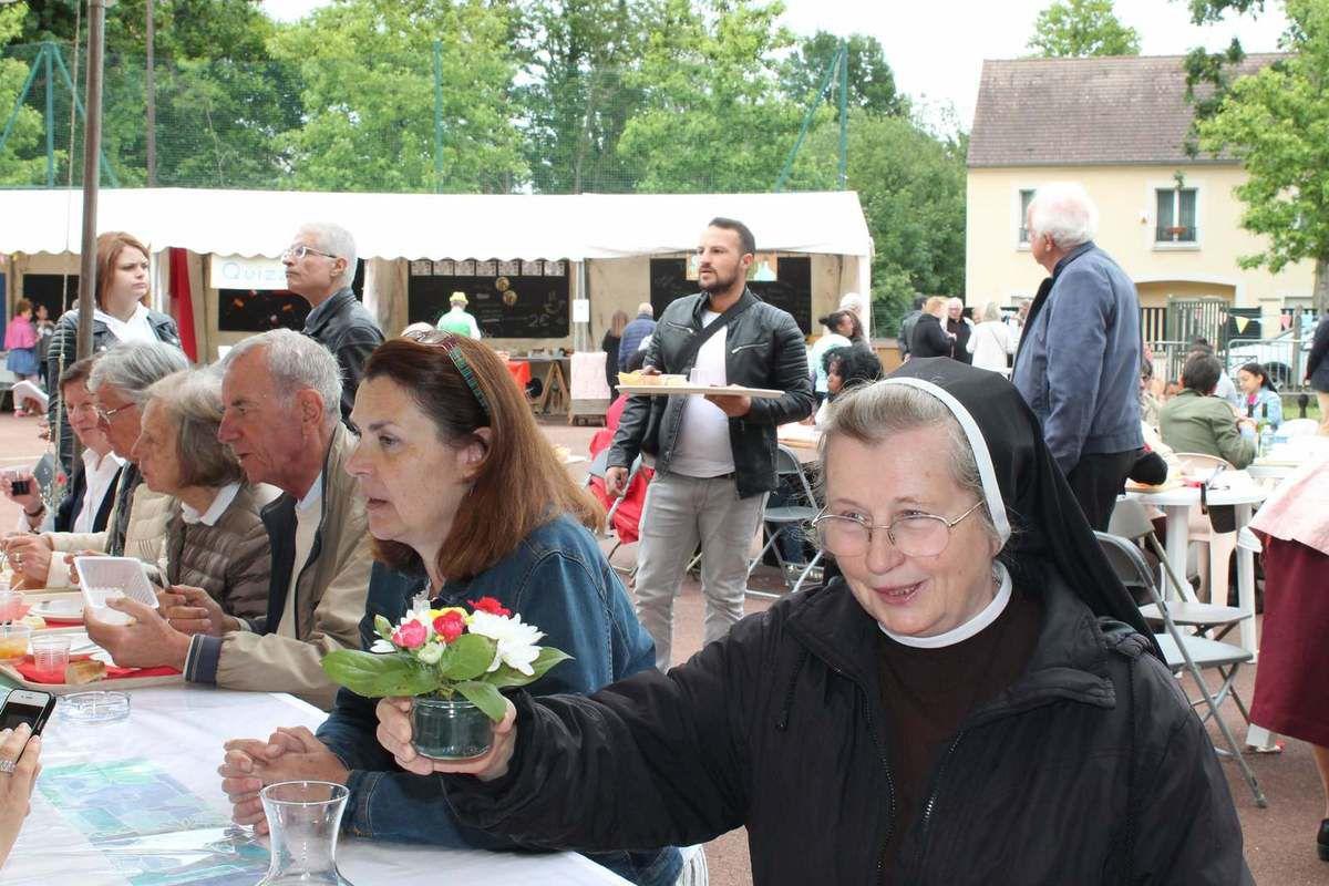 Kermesse de l'Amitié à Montmorency. Kiermasz w parafii sw. Franciszka