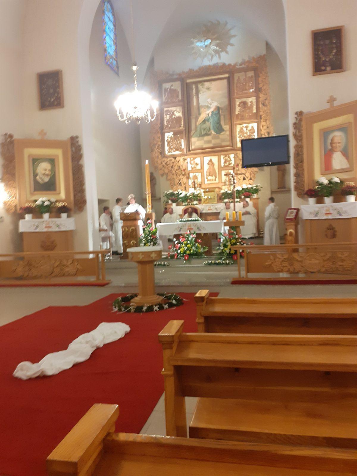 Veillee pascale a Skomielna en Pologne-Wielka Sobota w parafii Skomielna Czarna