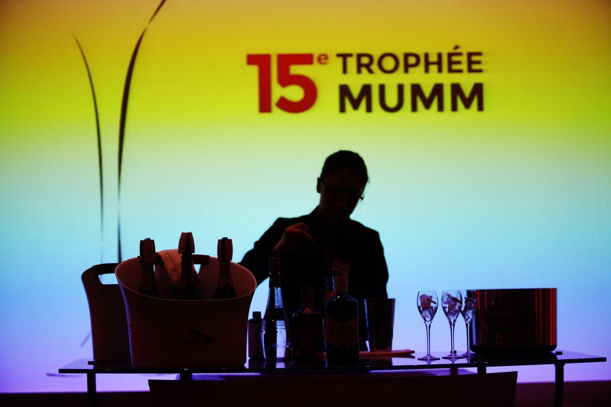 Les élèves barmen devaient tous créer et servir un cocktail original. © Jean Bernard