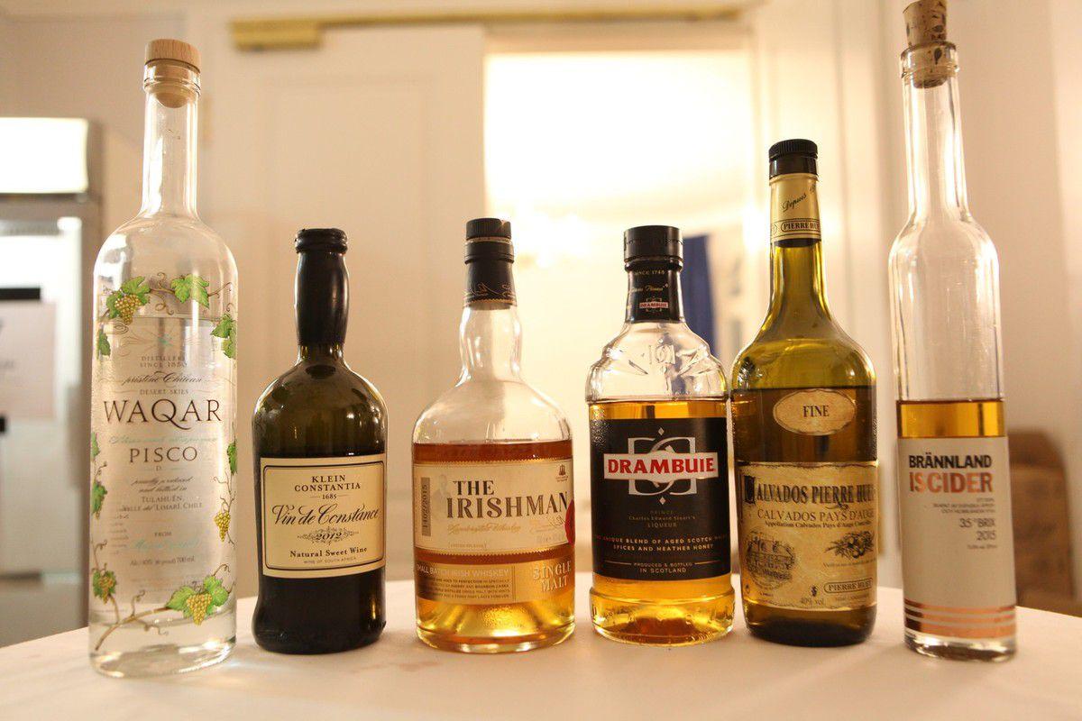 Voici les boissons servies dans les verres noirs et qu'il fallait réunir par paires. © Jean Bernard