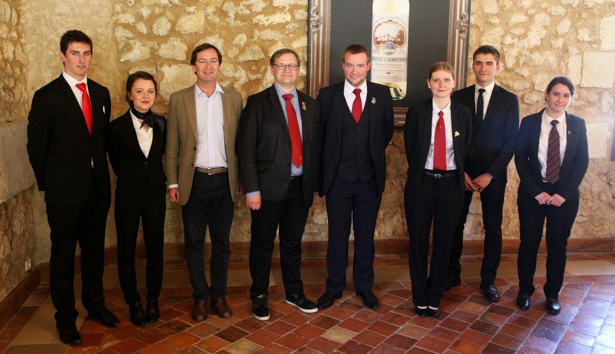 Les cinq finalistes en compagne de Philibert Perrin (Président de l'appellation), Bertrand Bijasson (directeur du concours) et Gaëtan Bouvier (président du jury). © Jean Bernard