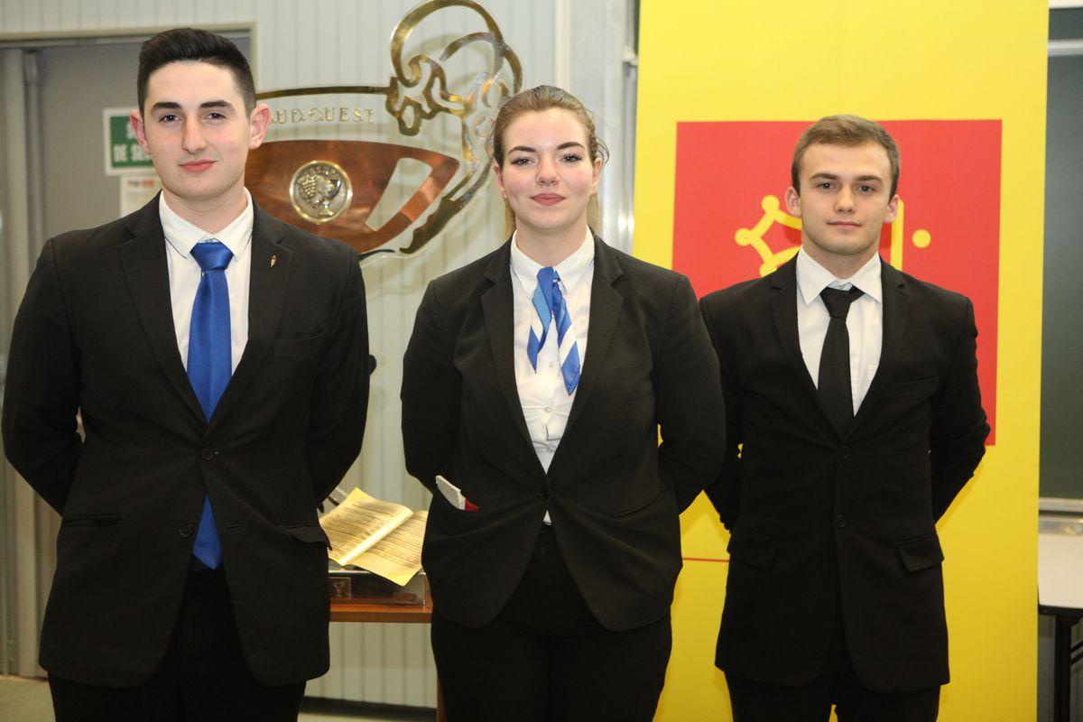 """Le podium """"cadets"""" avec Adrien Bernat (2e), Fiona Forneris (gagnante),  tous deux du lycée hôtelier d'Occitanie à Toulouse, et Thomas Cros (Mazamet - 3e)."""