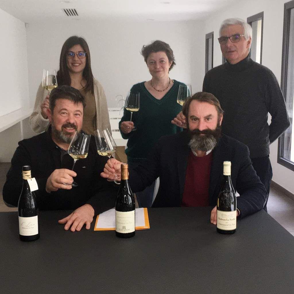 Lors de la signature du partenariat entre le syndicat des vignerons et les sommeliers. (DR)
