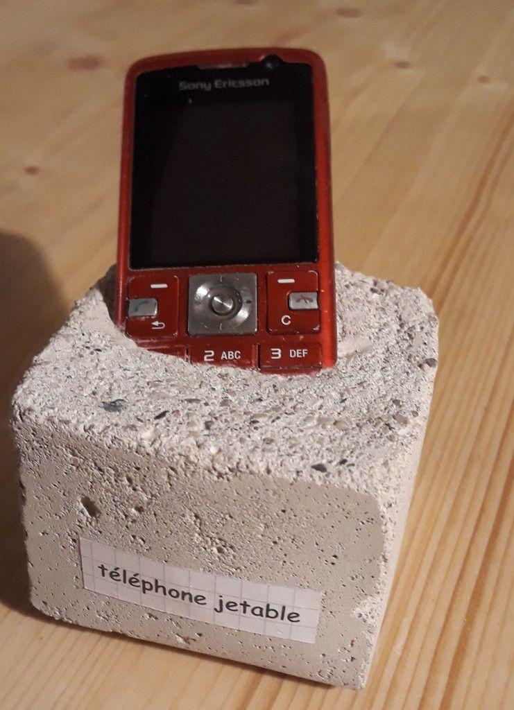 Le JETABLE. Modèle sur socle en béton de 500 grammes. Peut être utilisé à partir de 18 mois d'âge  jusqu'à 100 ans ....