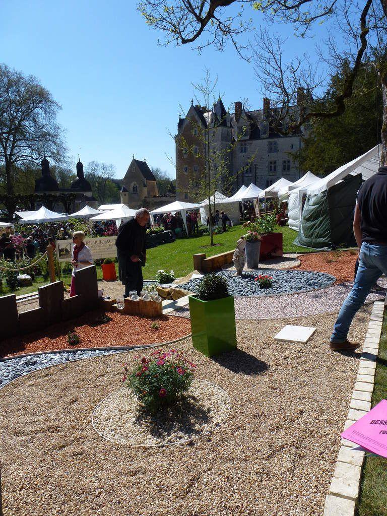 Dans un écrin de verdure, la fête des plantes au château de Courtanvaux à Bessé sur Braye. Belle journée ensoleillée  ce dimanche 19 avril 2015.