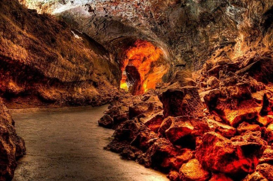La traversée des mondes souterrains