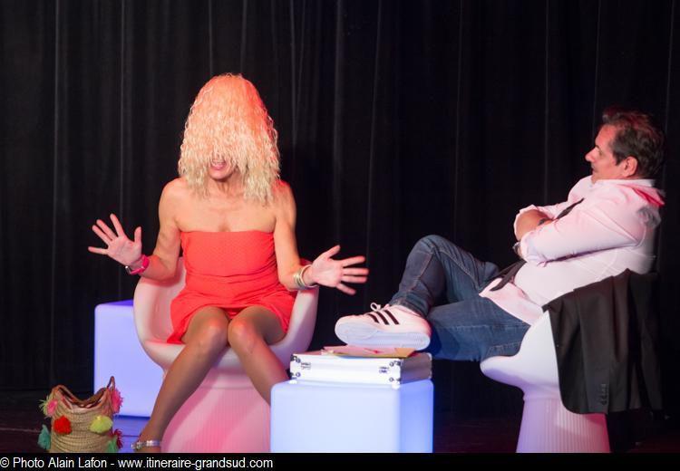 Extrait de la pièce Le tour d'une blonde en 80 jours - Photos Alain Lafon - droits réservés
