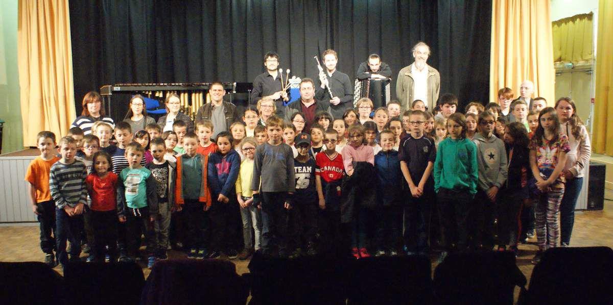 à St-Germain-l'Herm le 23 avril, avec les élèves des écoles d'Echandelys et Fournols