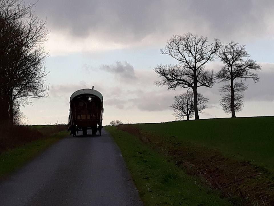 Diaporama des dernières images emportées de la Mayenne. Bibliothèque de Simplé. Café de Chemazé. Journée avec Emilie une autre roulottière rencontrée.