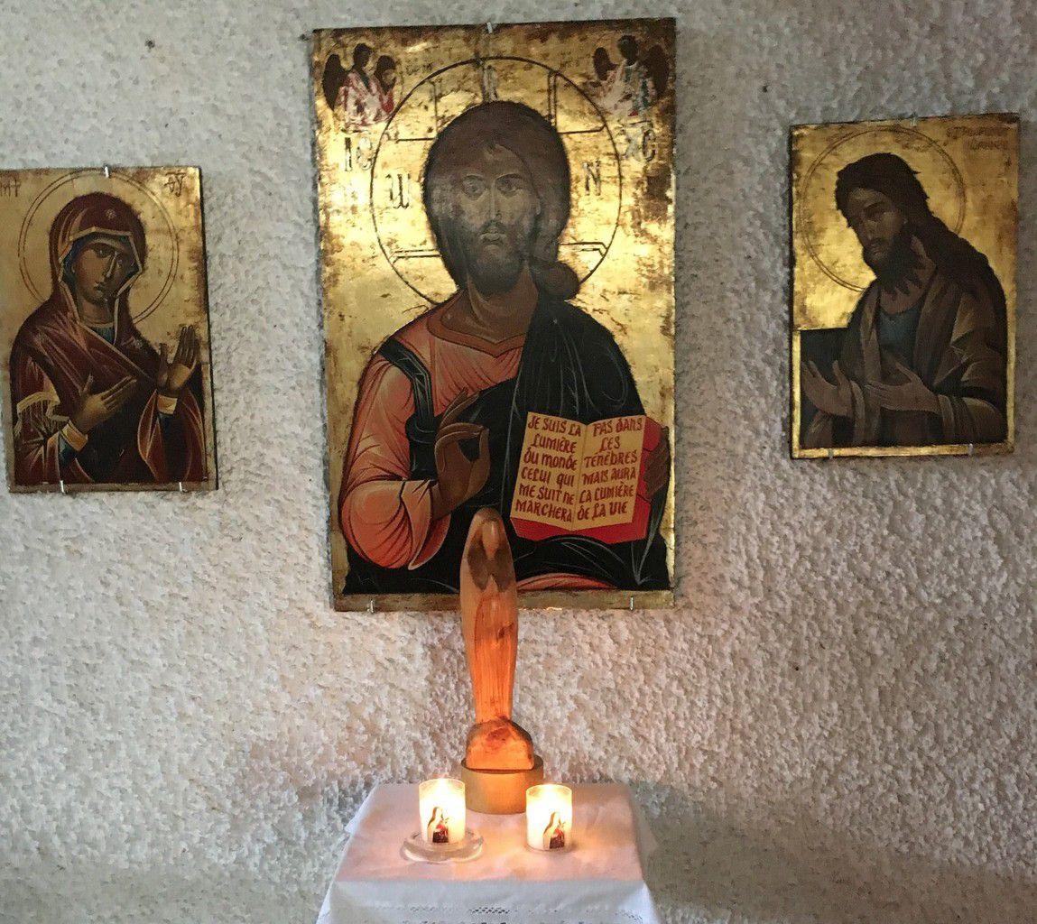Mon père lit de ses yeux les bougies de ses deux familles