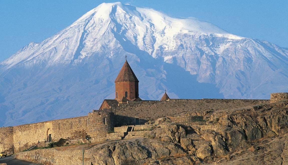 Dominant le monastère de Khor Virap © De Agostini / C. Sappa / Getty Images