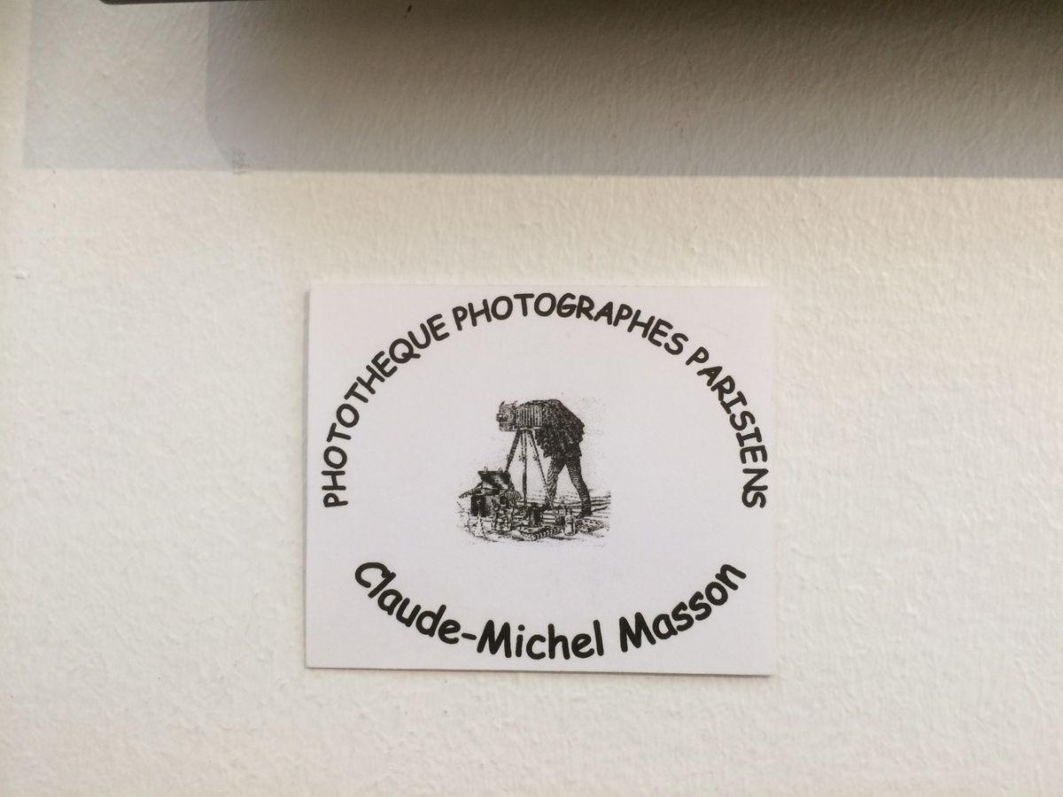 Je vous fais partager ces quelques photos de célébrités, prises par notre ami Claude-Michel Masson avec un petit faible pour celle de Robert Doisneau au Pont des Arts.  En revoyant ces photos, une chose est sur Claude, ton sourire, ta gentillesse et ton amitié nous manquent.  Tu avais toujours un mot gentil, pour nous encourager. Cette expo est vide dans toi, merci pour ce témoignage de la vie que tu nous laisses, merci pour tes photos pleines de douceur et de tendresse.  Merci l'Ami ....