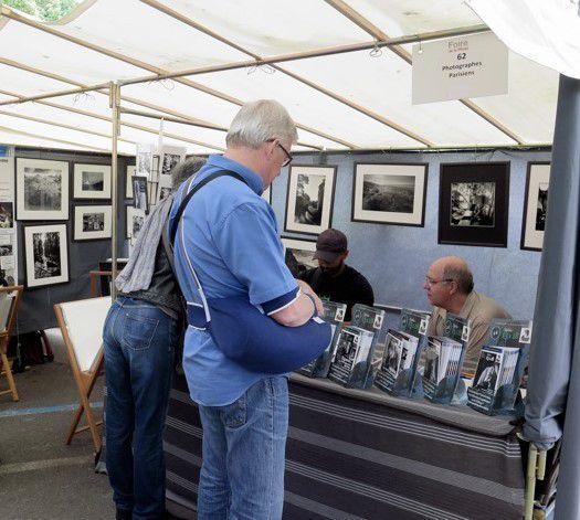 Visite sur le stand des Photographes Parisiens de Monsieur Cédric Villani et Merci à notre ami Jean Pajot pour ce souvenir
