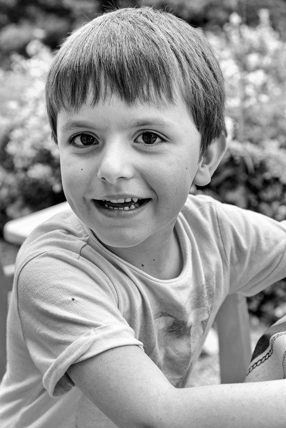 Portraits non posés en noir et blanc