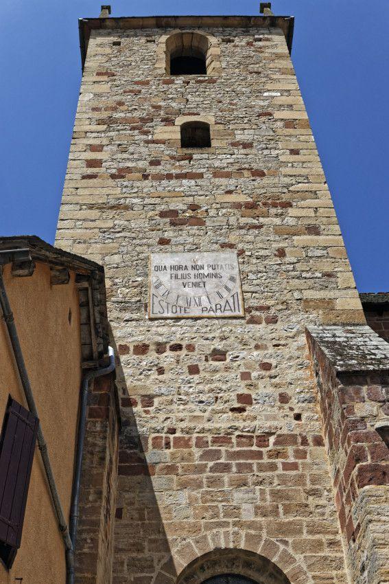 Collégiale Saint-Martin - Sur le cadran solaire est écrit : c'est à l'heure où vous ne vous y attendez pas que le fils de l'homme viendra. Soyez prêts.