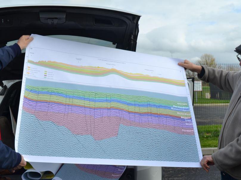 La section sismique longue de 70 kilomètres allant d'Amboise à Romorantin.  Le dôme de Chémery se voit bien…