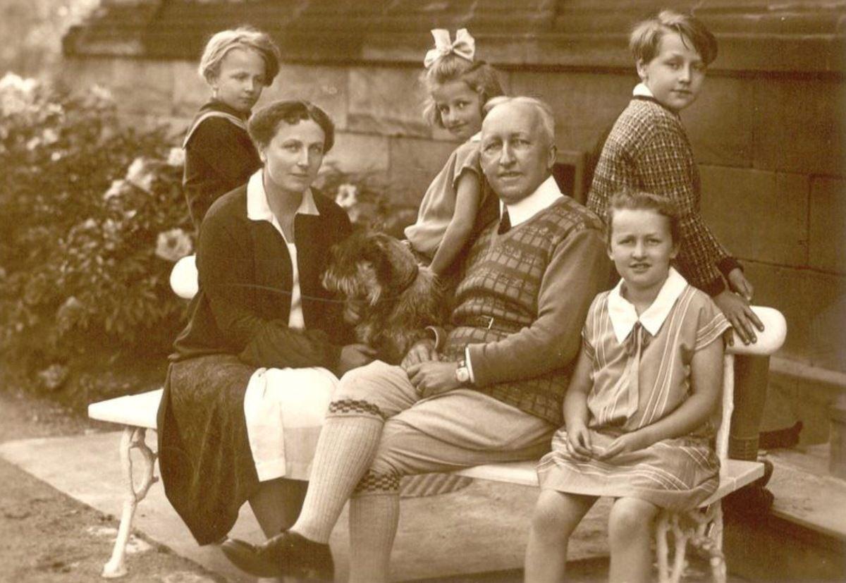 Autre belle image de la famille Siegfried Wagner au complet.
