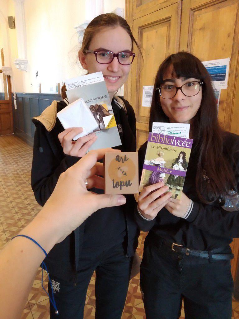 Le printemps est là : livres voyageurs et graines disséminés dans les couloirs du lycée !