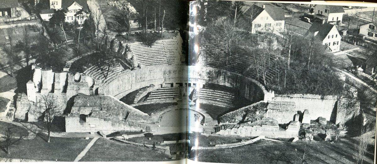 Vue aérienne du théâtre d'Augst