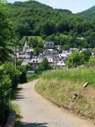 Le Portet-d'Aspet : arrivée au village.