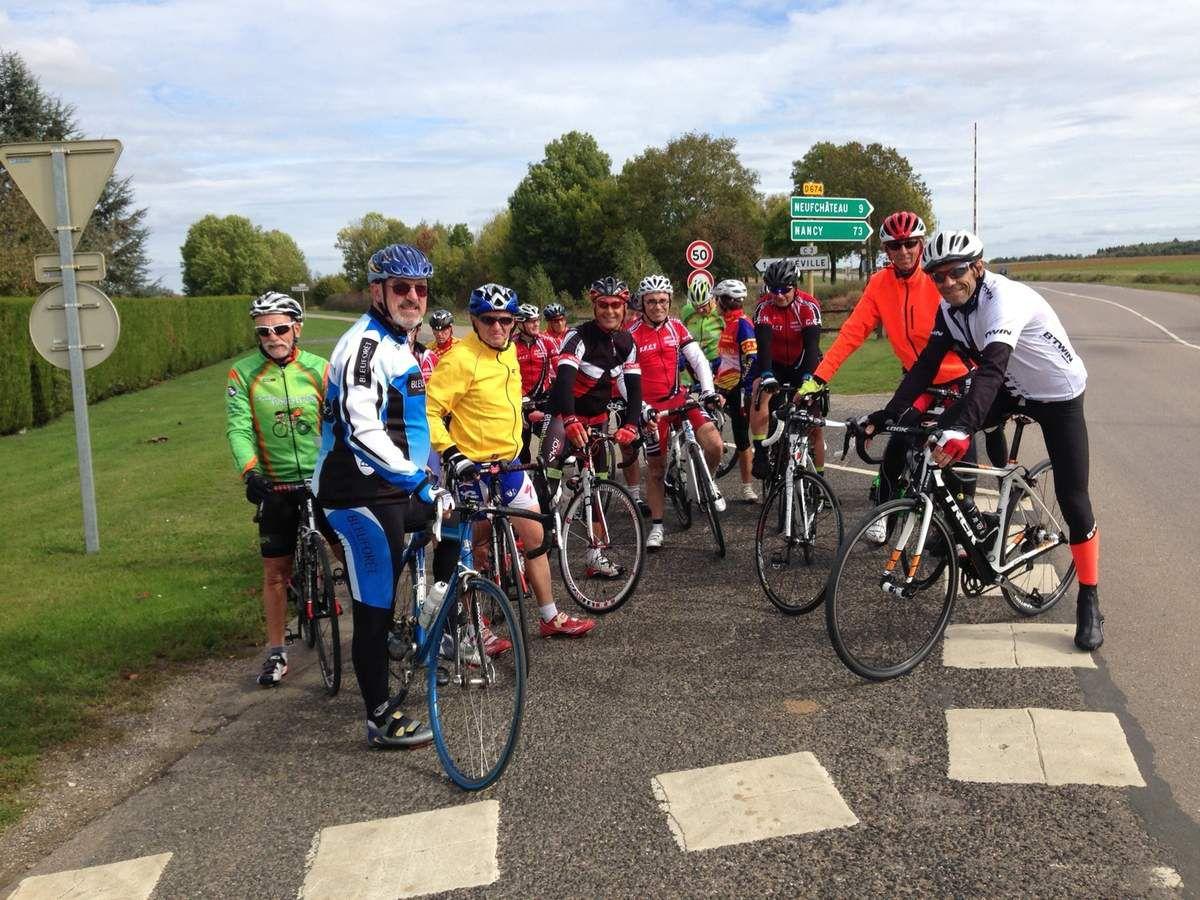 Une petite vingtaine de cyclos pour une sortie en direction de Liffol et de la Haute Marne, en présence de notre président qui était de retour d'Asie....(Photos Joel)