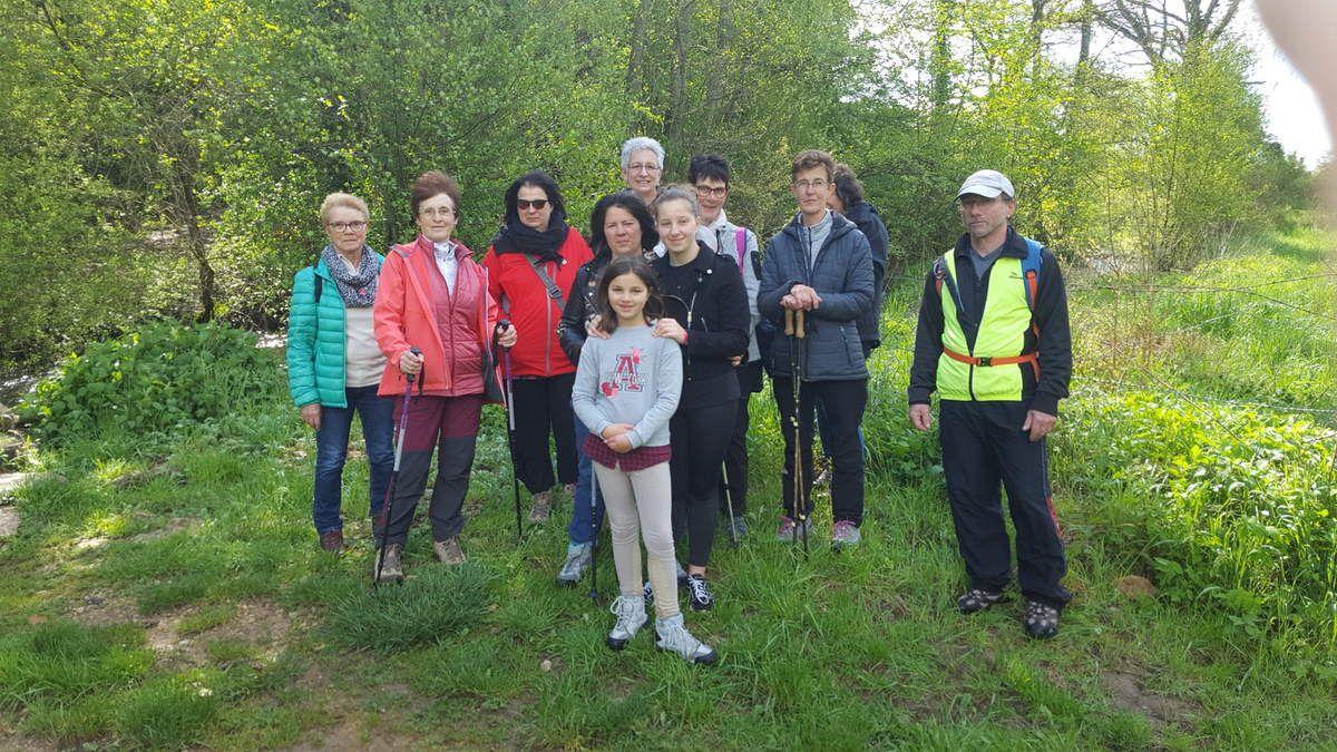 En marge de la cyclo, un groupe de marcheurs ont pris la direction de ROLLAINVILLE afin de découvrir le secteur. Encadrement et photos, Daniel W.