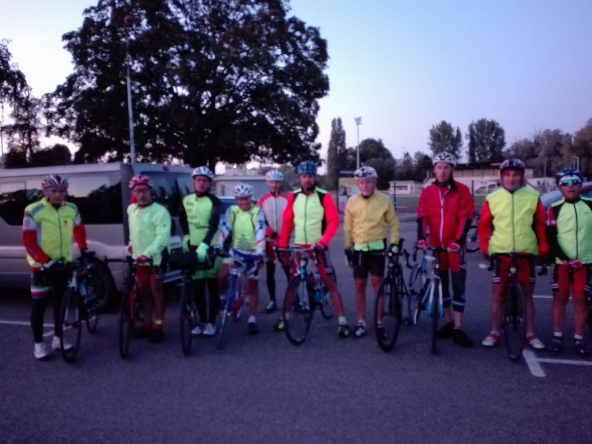 13 cyclos ont réussi leur challenge: réaliser 250 km dans la journée. Merci à Lyonnel  pour l'organisation et l'encadrement de cette sortie qui nous a mené au lac du Der et merci à Christine pour nous avoir accompagner et restaurer toute la journée .