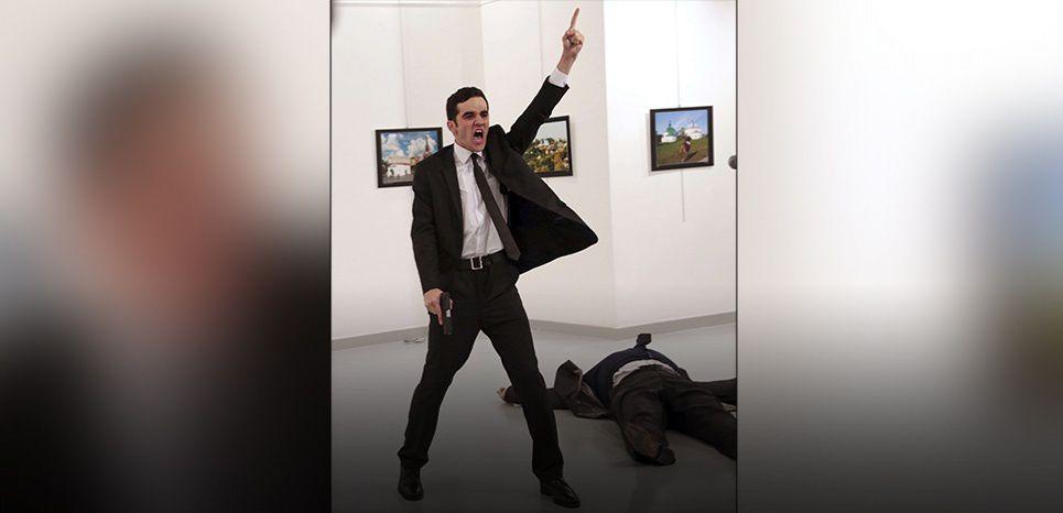 L'assassinat d'Andreï Karlov à Ankara, le 19 décembre 2016 (Burhan Ozbilici/AP/SIPA)