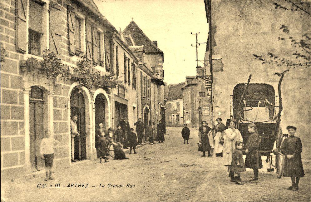 Arthez-de-Béarn (64), la Carrère (Grande rue)