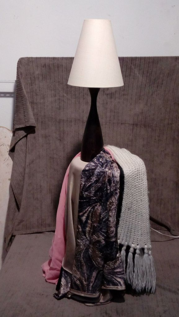 Cours de pastel du mois de janvier : un travail sur les tissus pour les confirmés et sur les volumes d'une lampe pour les débutants