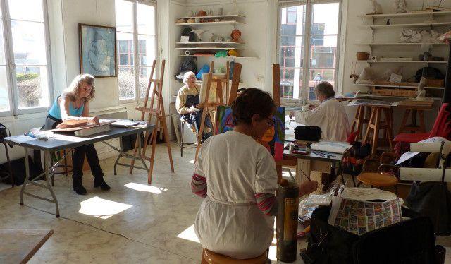 """Atelier créativité du vendredi matin sur le thème du """"rayonnisme""""."""