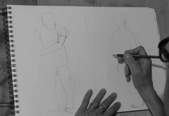 Trois modèles à l'atelier dessin