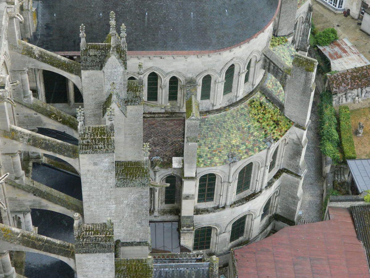 Vue extérieure du transept sud (les arcs-boutants ne sont pas d'origine)