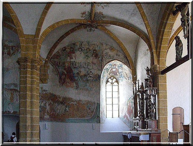 Quelle délicatesse dans les dessins du plafond et des murs