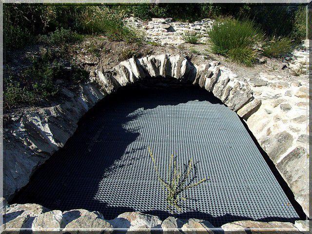 Est ce un grillage pour filtrer l'eau de pluie... hihihi
