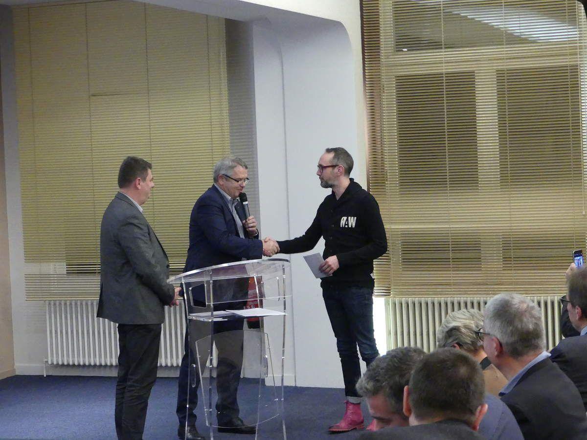 L'association de coeur de ville de Raon a emporté le 5ème prix. Jean-Christophe Lechner remporte 800 euros.