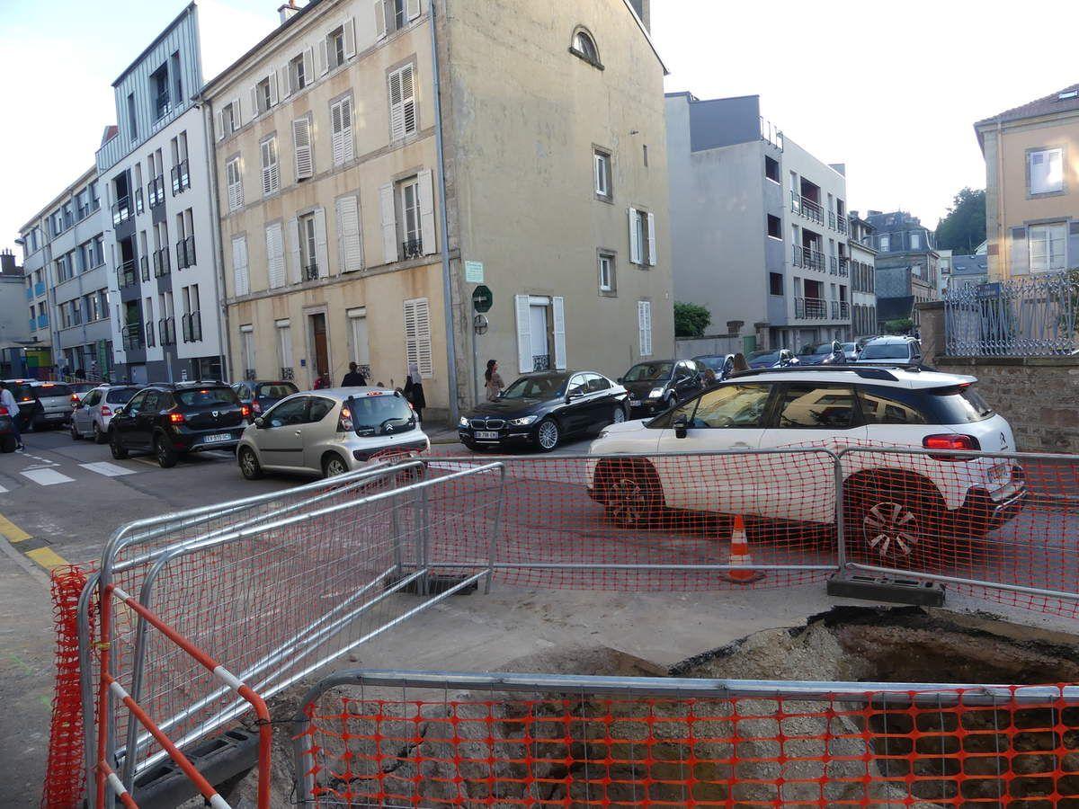 Stationnement prohibé du 8 au 20 septembre rue Grennevo et devant le 14 de la rue de la Préfecture